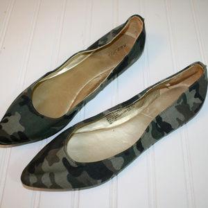 NWOT Xhilaration Size 10 Camouflage Studded Flats